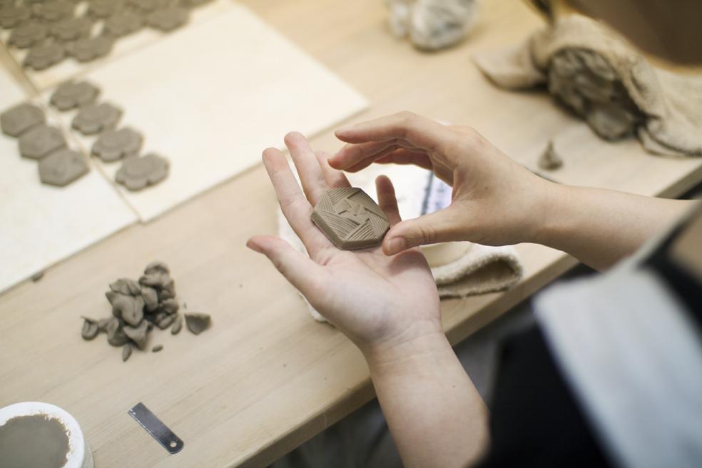 日々の暮らしにそっと寄り添う温もりを持った陶磁器や紙製品などを作り続けているBIRDS'WORDS