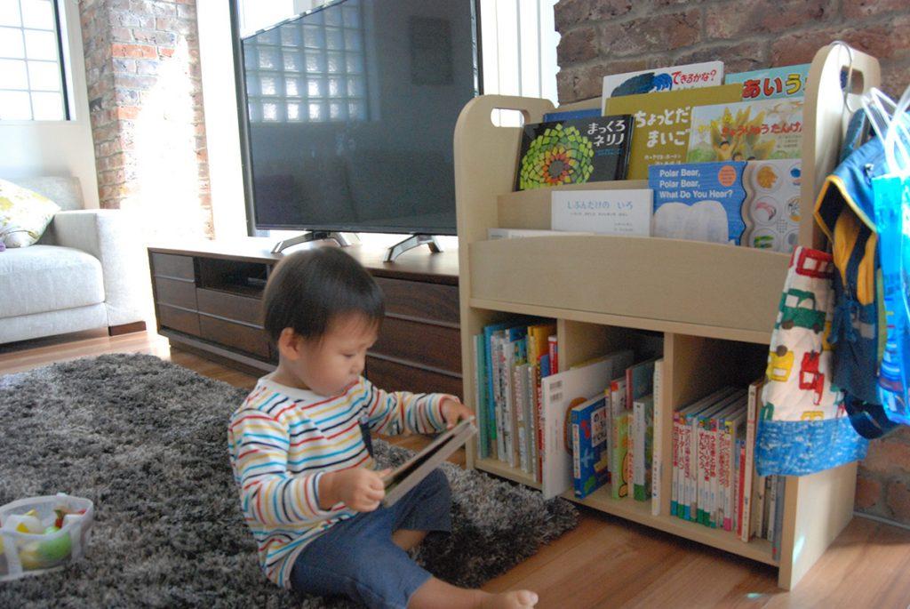 子供が絵本を好きなので絵本棚を用意しました