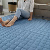 冷感素材で暑い時期に最適!洗えて床暖房対応のキルトラグ