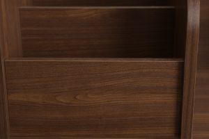木目のプリントがナチュラルな雰囲気を演出するマナビアブラウン