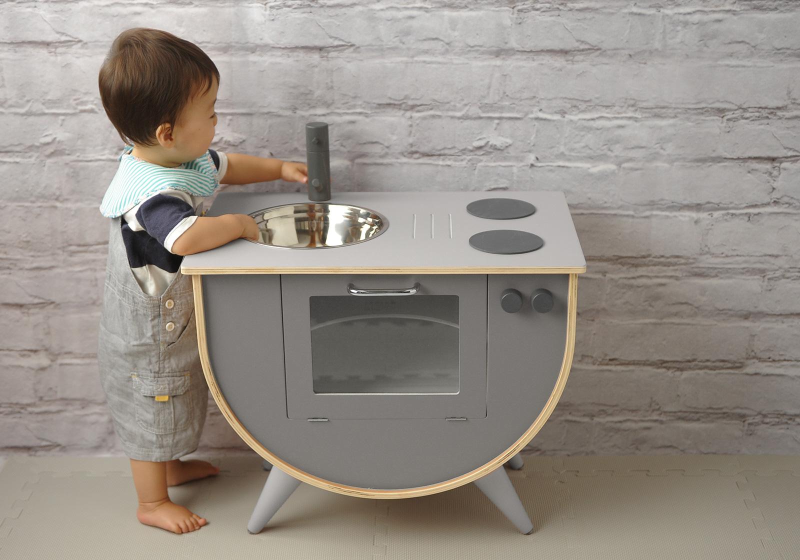 mercidays by HugMugの「おしゃれで創造力をかきたてるおままごとキッチン」に弊社取り扱い商品が掲載されました。