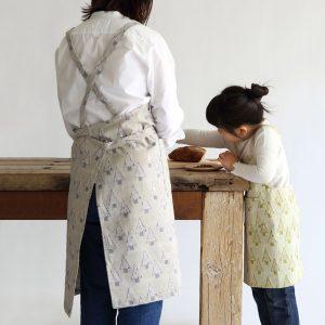 子供と一緒にお菓子作り!お揃いエプロンでおうち時間を楽しもう